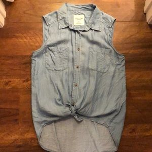 American eagle chambray sleeveless button down
